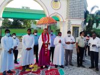 Bischof Roy wird überall in seinen Gemeinden herzlich empfangen.