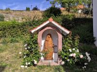 Bildhäuschen am Sailaufer Kirchberg mit Muttergottes aus der ehemaligen Auferstehungskirche_1971