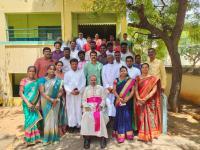 Bischof Arulselvam Rayappan besucht erstmalig Einrichtungen in seinem neuen Bistum Salem, hier eine Schule  (12)